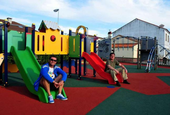 Cambio de xogos infantis nos parques Laxes e Monte