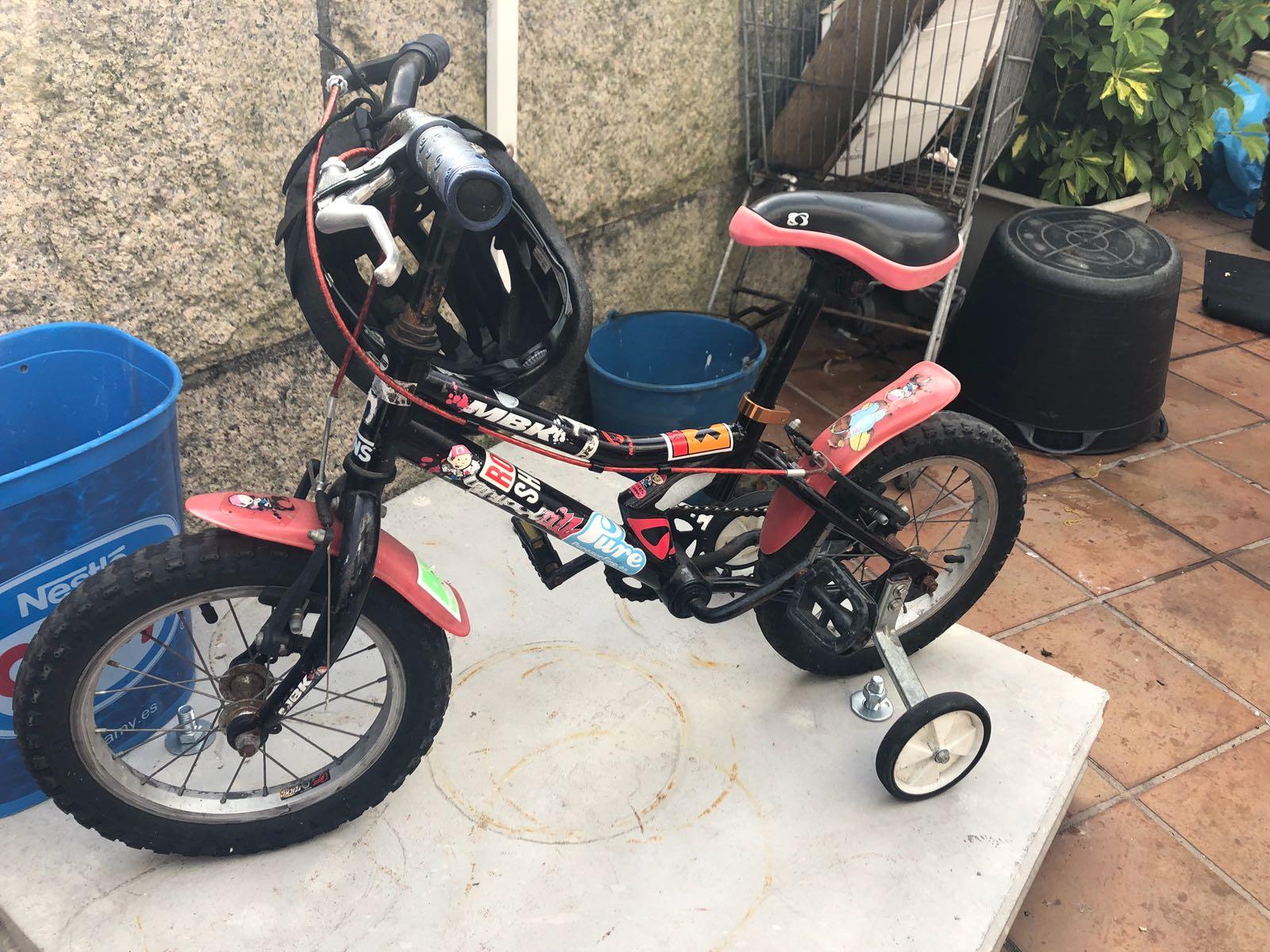 Bicicleta infantil con rodiñas